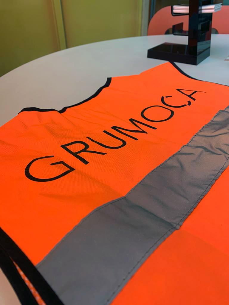 Chalecos serigrafiados para Grumoca