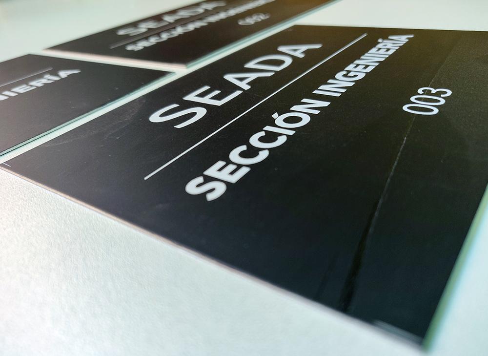 Placas de aluminio grabadas a láser para SEADA