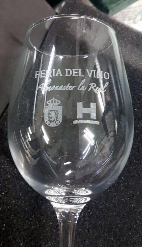 Grabación láser en copas de vino